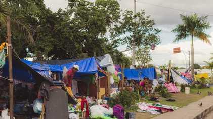 Abrigos lotados, acampamentos improvisados e viadutos – a dura vida dos venezuelanos em Manaus