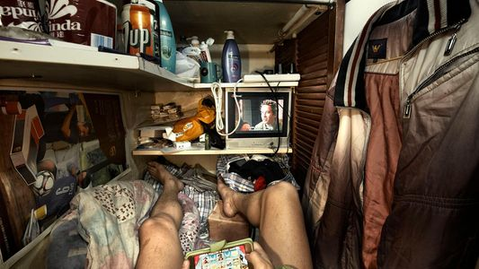 """A vida nos """"cubículos-caixões"""" de Hong Kong"""