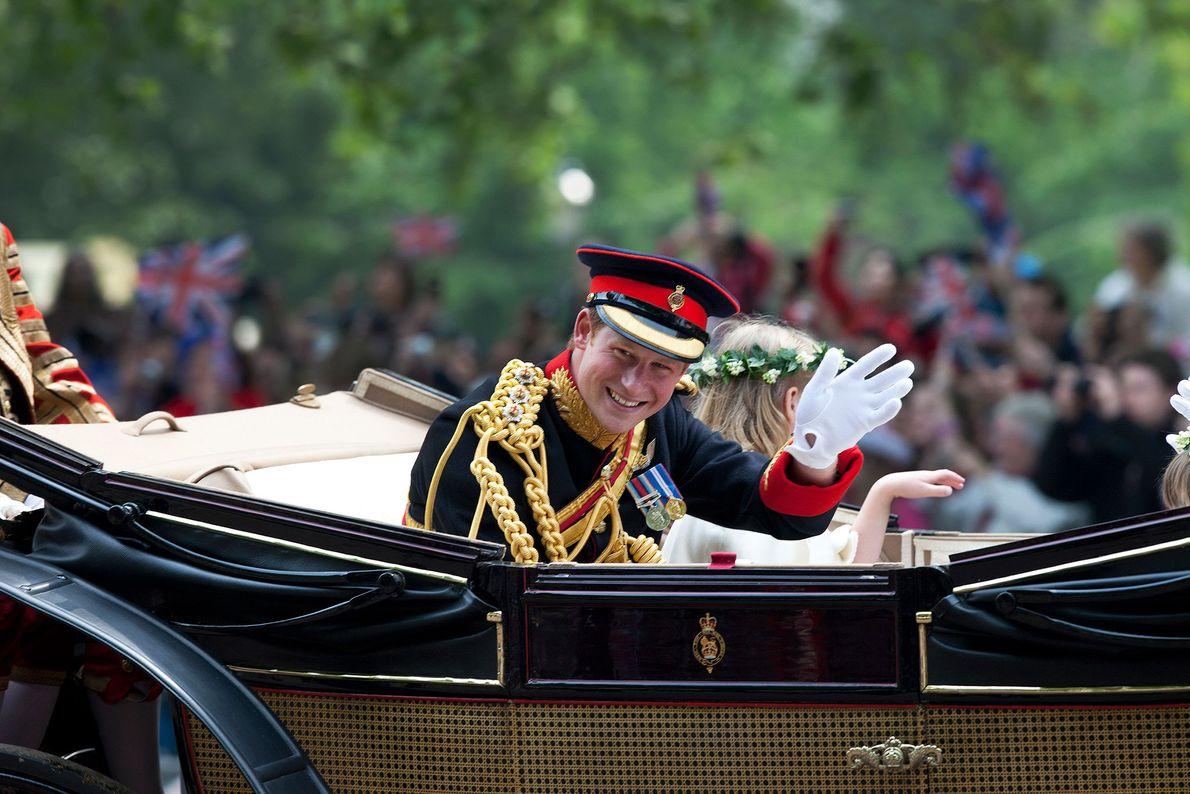 casamento-real-tradicao-principe-harry-uniforme