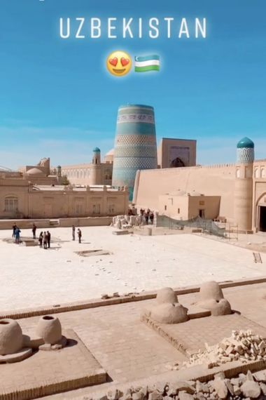 """Davud Akhundzada se autodenomina um TikTokker que promove o turismo cultural e de aventura """"em destinos ..."""
