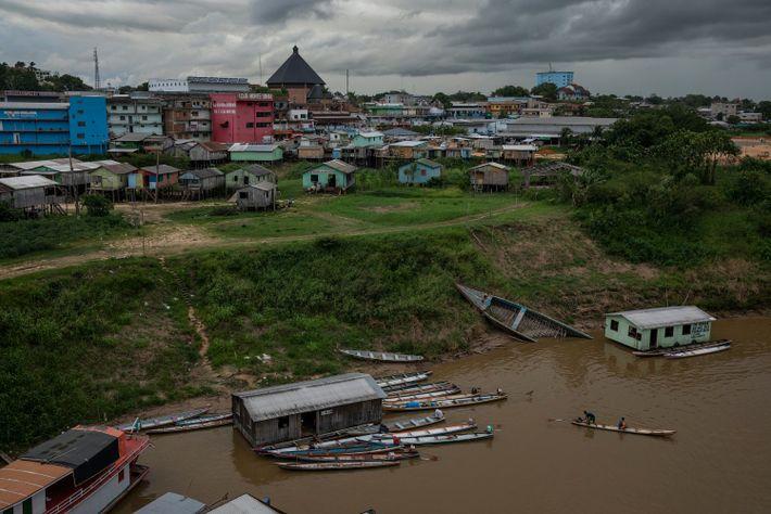 Casas flutuantes no rio Juruá na cidade de Cruzeiro do Sul, no Acre. Cruzeiro do Sul (AC), 01/11/2020.