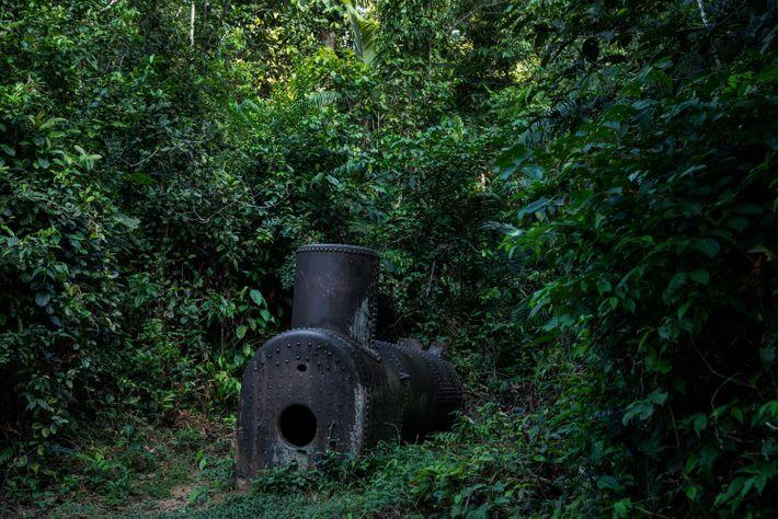 Antiga caldeira usada em uma perfuração para sondagem do solo feita pela Petrobras às margens do ...
