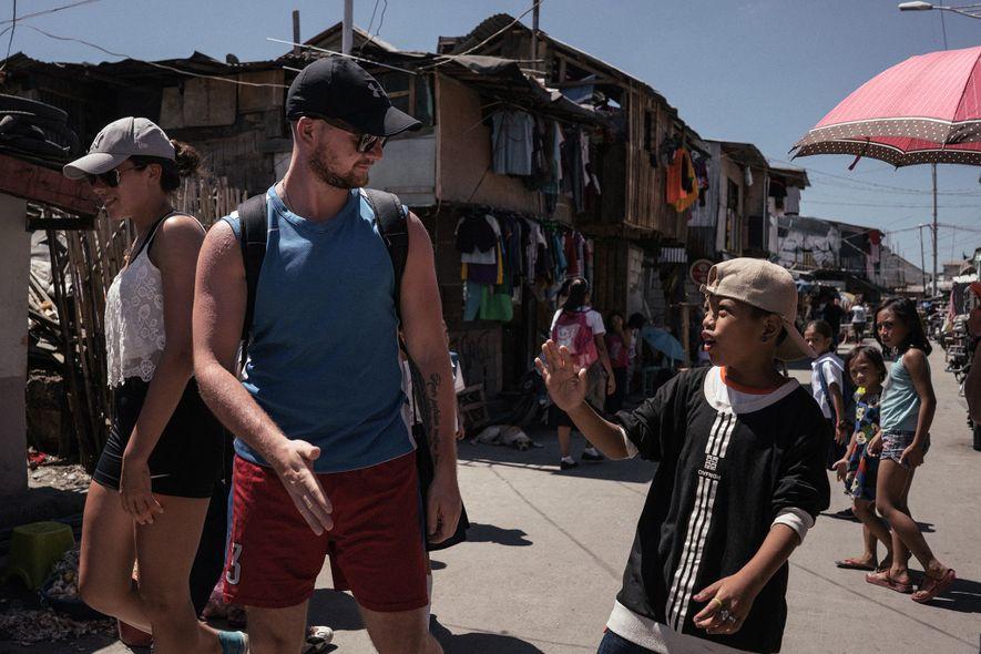Alguns turistas preferem deixar os locais imperdíveis e turísticos para entender melhor a realidade de uma ...