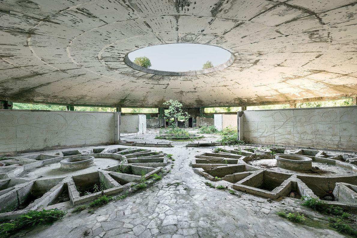 Esta configuração circular de banheiras individuais permitia que muitas pessoas se banhassem de uma só vez ...