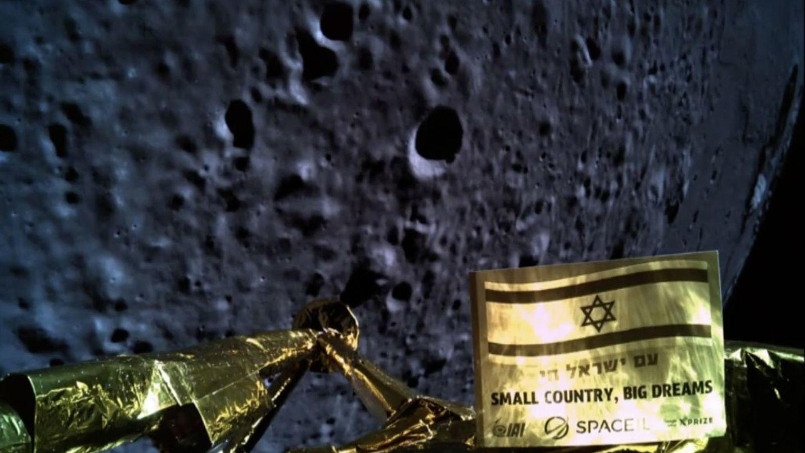 Momentos antes de bater na superfície da Lua, a Beresheet tirou esta foto durante a descida. ...