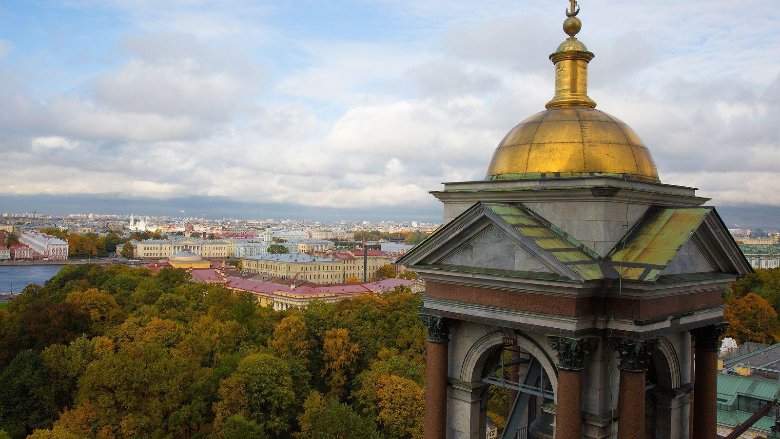 Para vistas sem igual de São Petersburgo, suba ao topo da Catedral de Santo Isaac.
