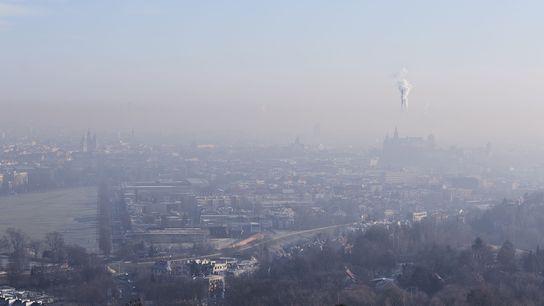 As usinas de energia, a indústria e outras atividades que emitem carbono continuam lançando gases de efeito ...