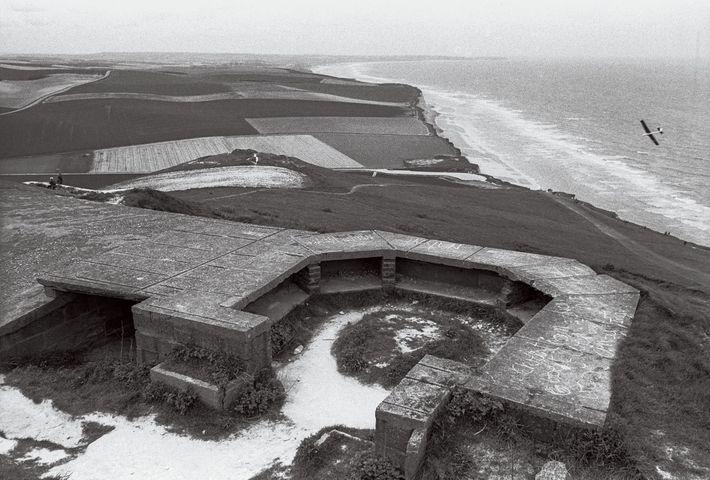 MAIO, 1994   Restos de fortificações alemãs em Cap Blanc-Nez.