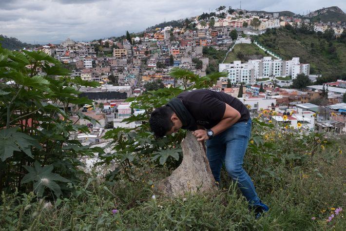 Victor Daniel Gutierrez Martinez cria aranhas em sua casa em Naucalpan de Juarez, no México.