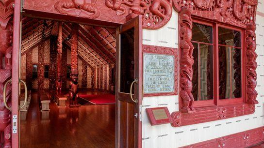 O Waitangi Treaty Grounds é rico em história e beleza. A Casa da Assembleia apresenta elaborados ...