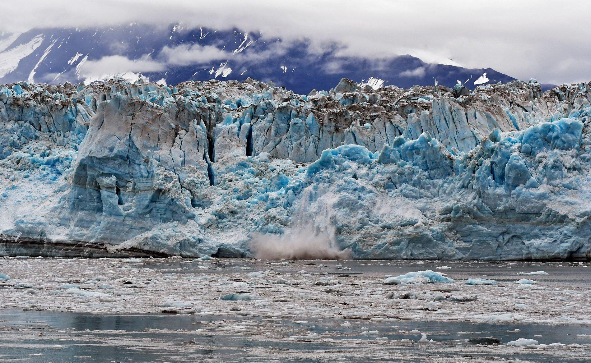 O derretimento submarino das geleiras de maré, como esta no Alasca, ocorre 100 vezes mais rápido ...