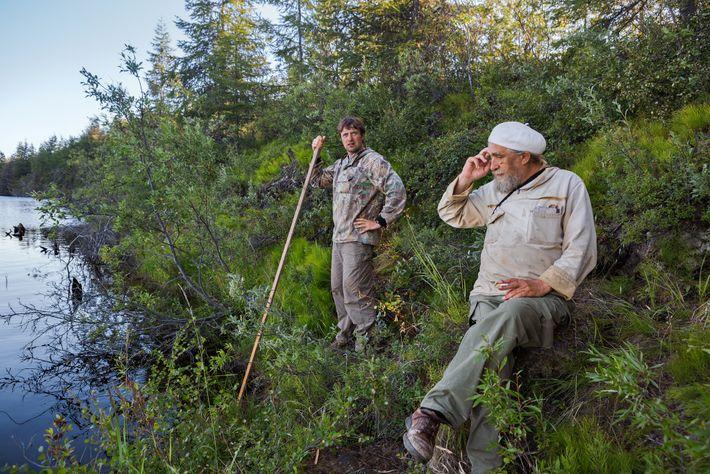 Sergey Zimov, à direita, e seu filho, Nikita, administram uma estação de pesquisa no Ártico, em ...