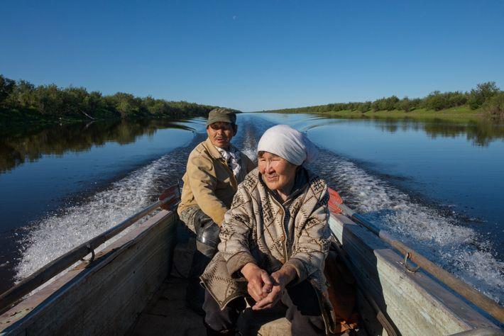 Nikolai e Svetlana Yaglovsky, um casal indígena, ainda ganha a vida caçando e pescando no Kolyma ...