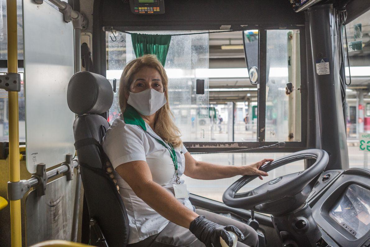"""Maria do Socorro Andrade, 54 anos, é motorista de ônibus. """"Estou nessa profissão há 18 anos. ..."""