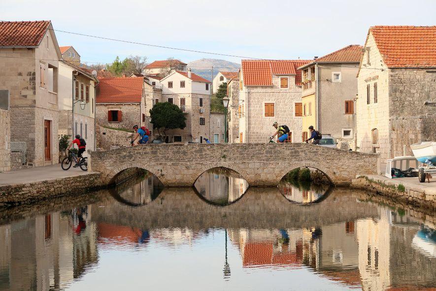 A Trans Dinarica permite que muitos visitantes percorram, pela primeira vez, patrimônios da Unesco, vilarejos e ...