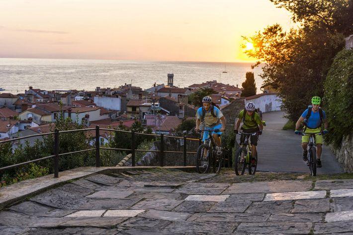 Atualmente, a trilha está concluída na Eslovênia, Croácia e Bósnia e Herzegovina, mas a Trans Dinarica ...