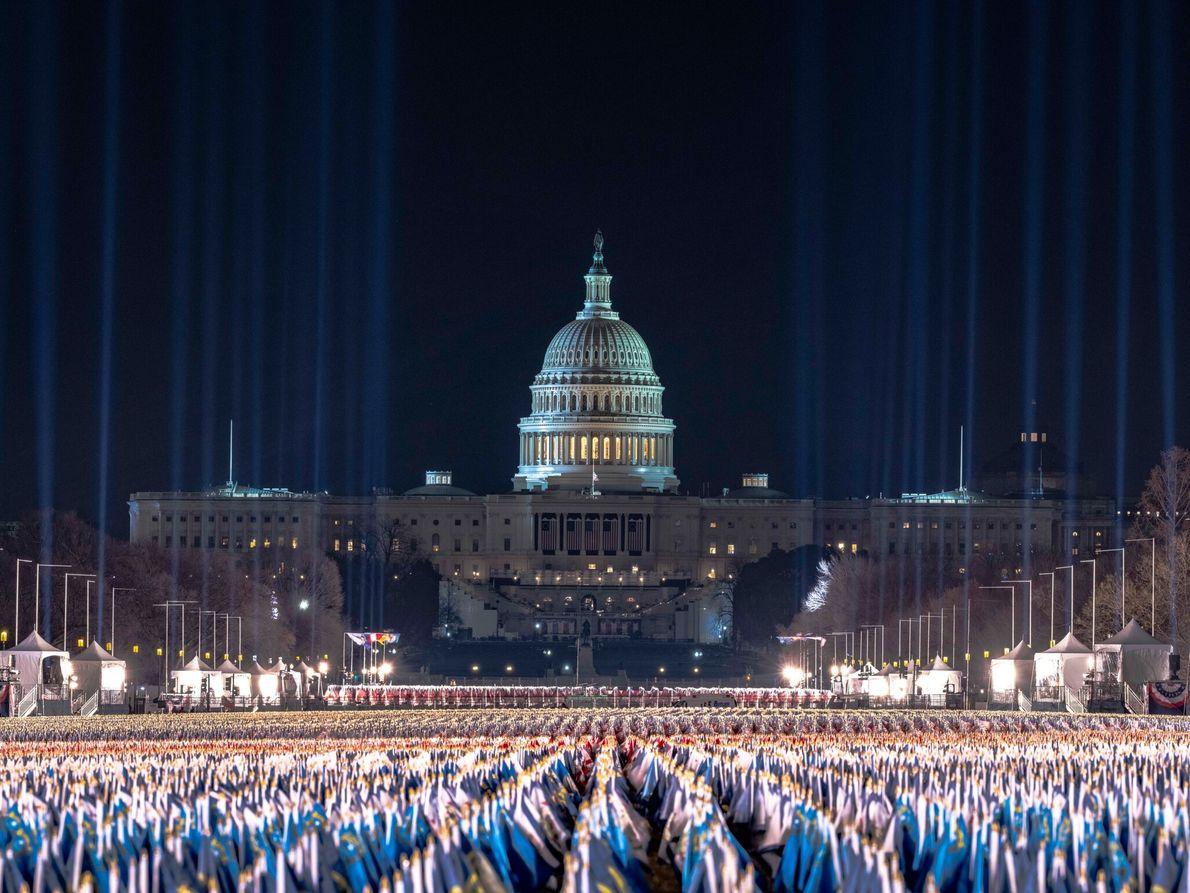 18 de janeiro: Quase 200 mil bandeiras americanas estão no National Mall para simbolizar aqueles que não ...