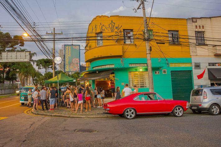 Bar com curitibanos