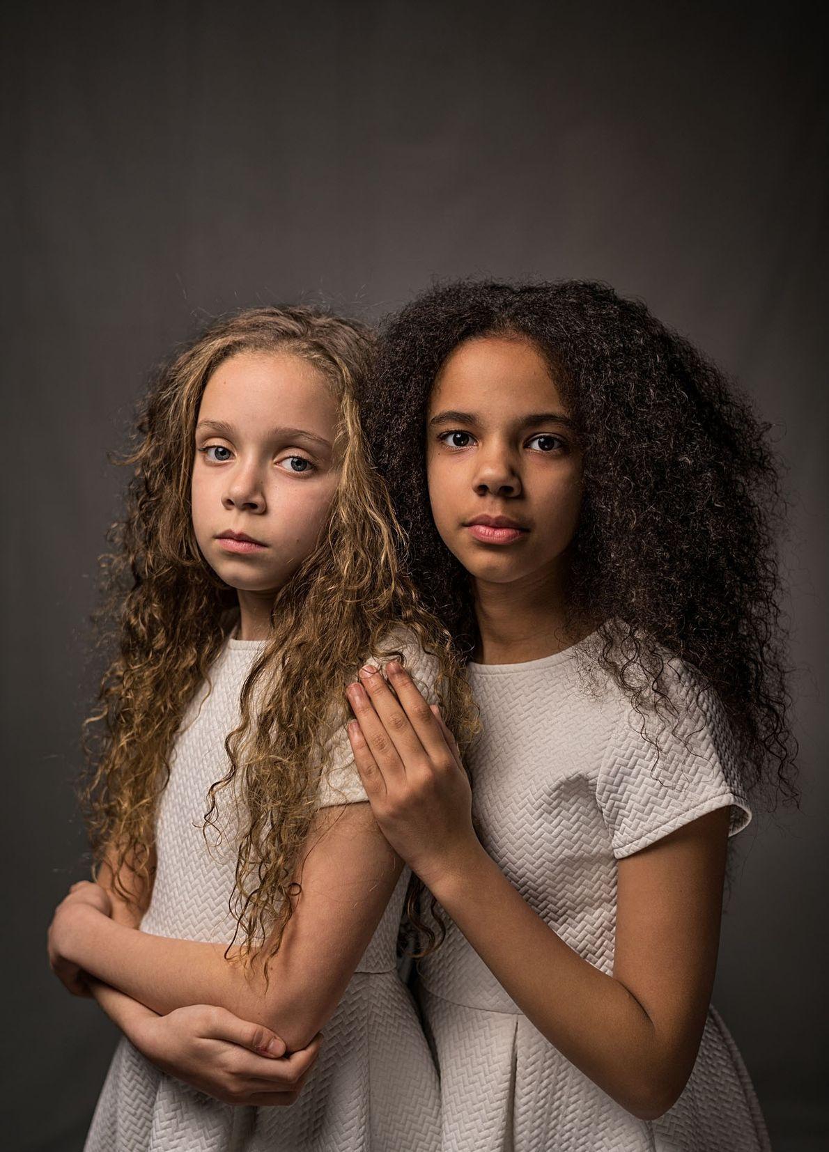 Marcia (esquerda) e Millie Biggs, 11, dizem que as pessoas ficam chocadas ao saberem que são ...