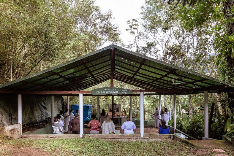 O templo Casa de Tupinambá realiza suas atividades no Santuário Nacional da Umbanda. Pelo custo reduzido ...