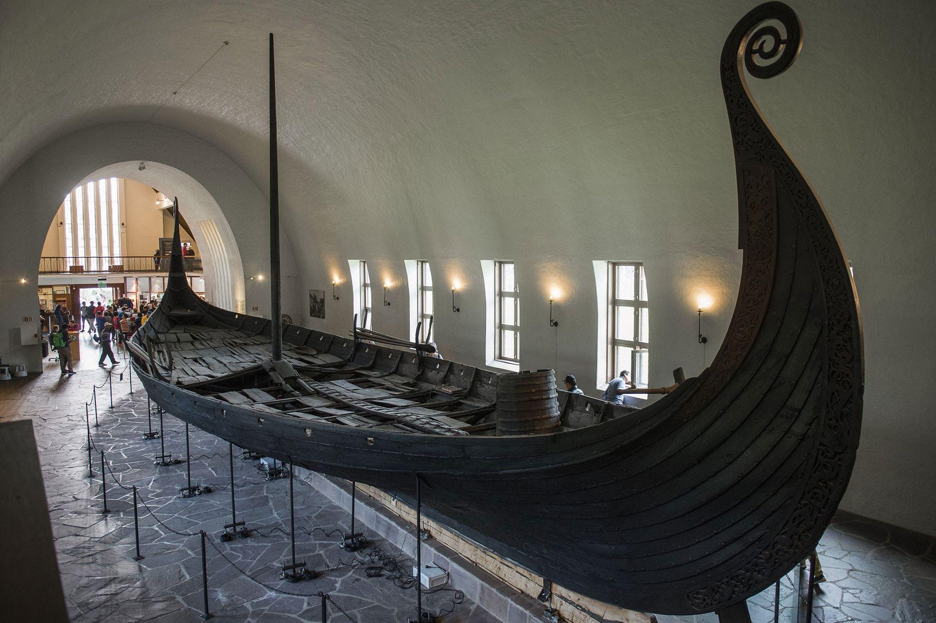 Descoberto em 1903, o barco Oseberg é um dos únicos três barcos vikings bem preservados exibidos ...