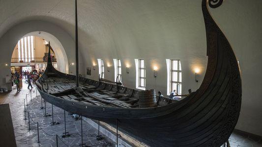 Enorme e raro barco-túmulo viking descoberto por radar