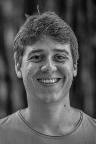 Durante o mestrado, Vinicius Albericirevisou a distribuição do tamanduá-bandeira e indicouáreas prioritárias para aconservação da espécie ...