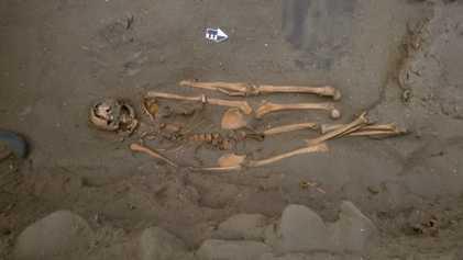 Estes antigos pescadores de tubarão eram enterrados com pernas a mais