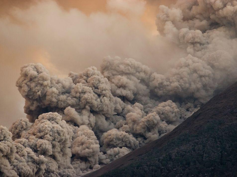 'Avalanches' vulcânicas se movimentam sobre o ar, tornando-se ainda mais destruidoras