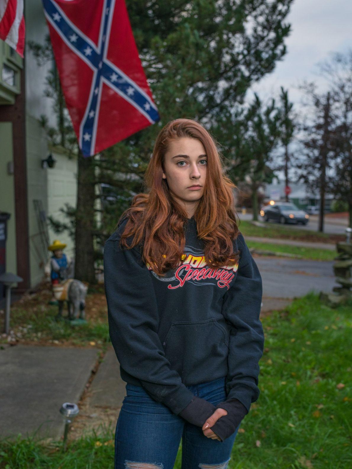 Felyssa Ricco posa em frente à sua casa em Hazleton, Pensilvânia, onde vive com a sua ...