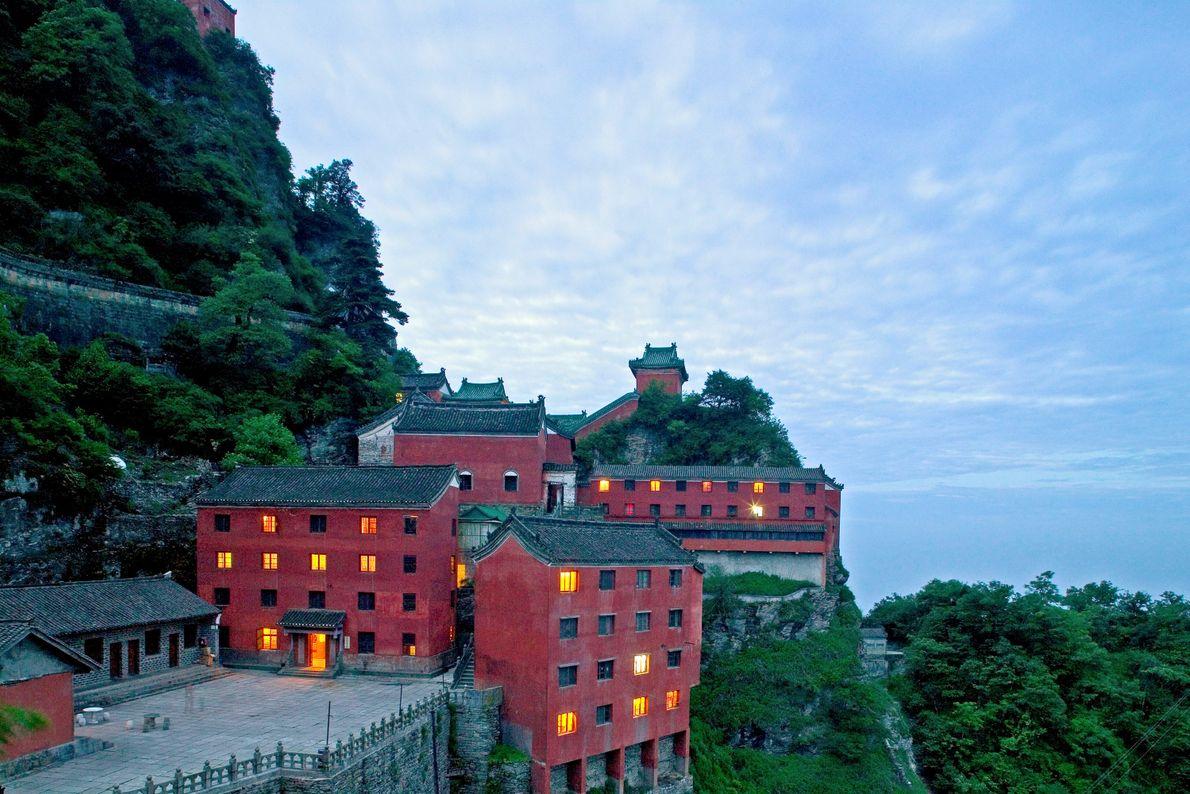 Complexo de edificações antigas nas montanhas Wudang