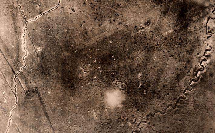 Arqueólogos recorrem a fotografias aéreas tiradas durante a Primeira Guerra Mundial para reconstruir a paisagem de ...