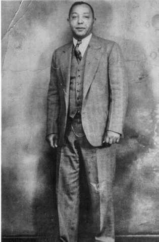 Joe Crear, um dos filhos de Matilda, tornou-se um empresário de sucesso em Selma. Pai de ...
