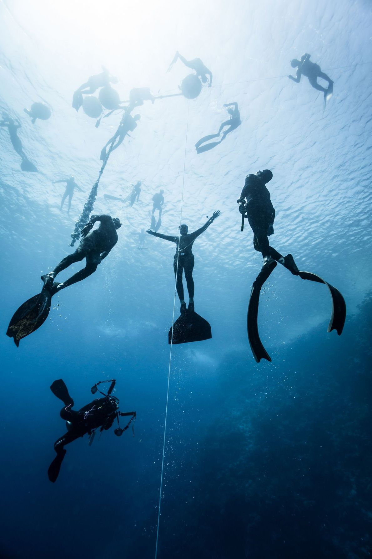 DAHAB A cidade turística do Mar Vermelho, Dahab, é famosa por seus locais de mergulho. Nesta imagem, ...