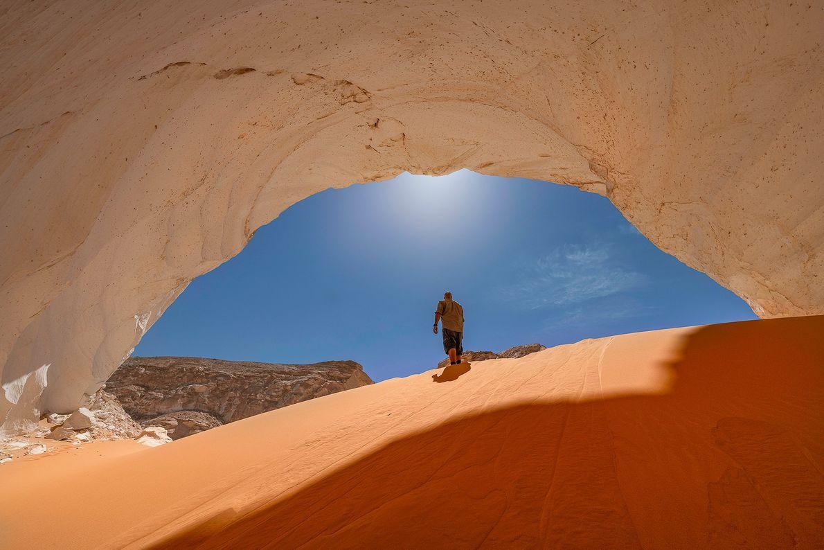 DESERTO OCIDENTAL Capturar a vastidão do Deserto Ocidental do Egito é uma tarefa difícil. Então Eid focou ...