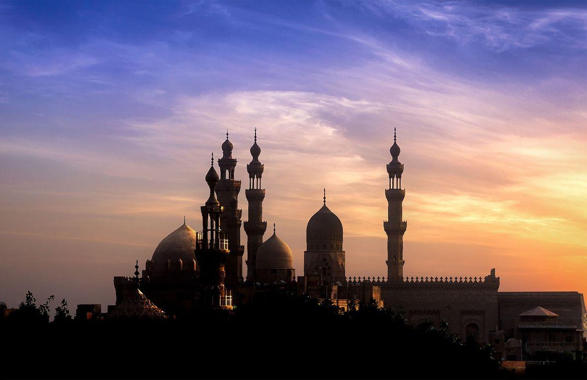 CAIRO O Parque Al-Azhar oferece um oásis atrativo no Cairo, com áreas com gramado, fontes, pátios e ...