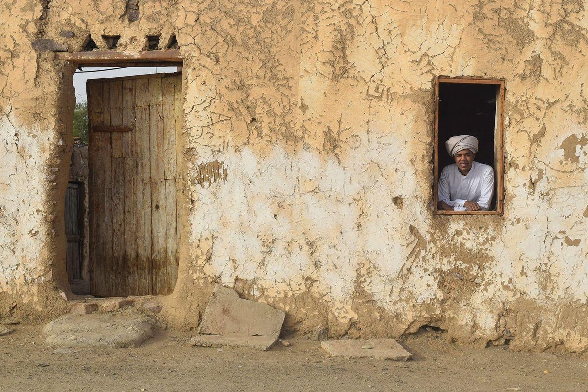 ASSUÃO Casas de tijolos de barro são comumente vistas pela cidade de Assuão. Nusair explica que esta ...