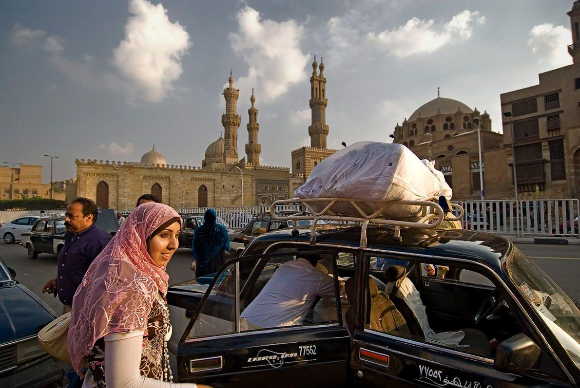 CAIRO Sob os minarets da universidade de Al Azhar, enquanto as nuvens suavizam o famoso sol forte ...