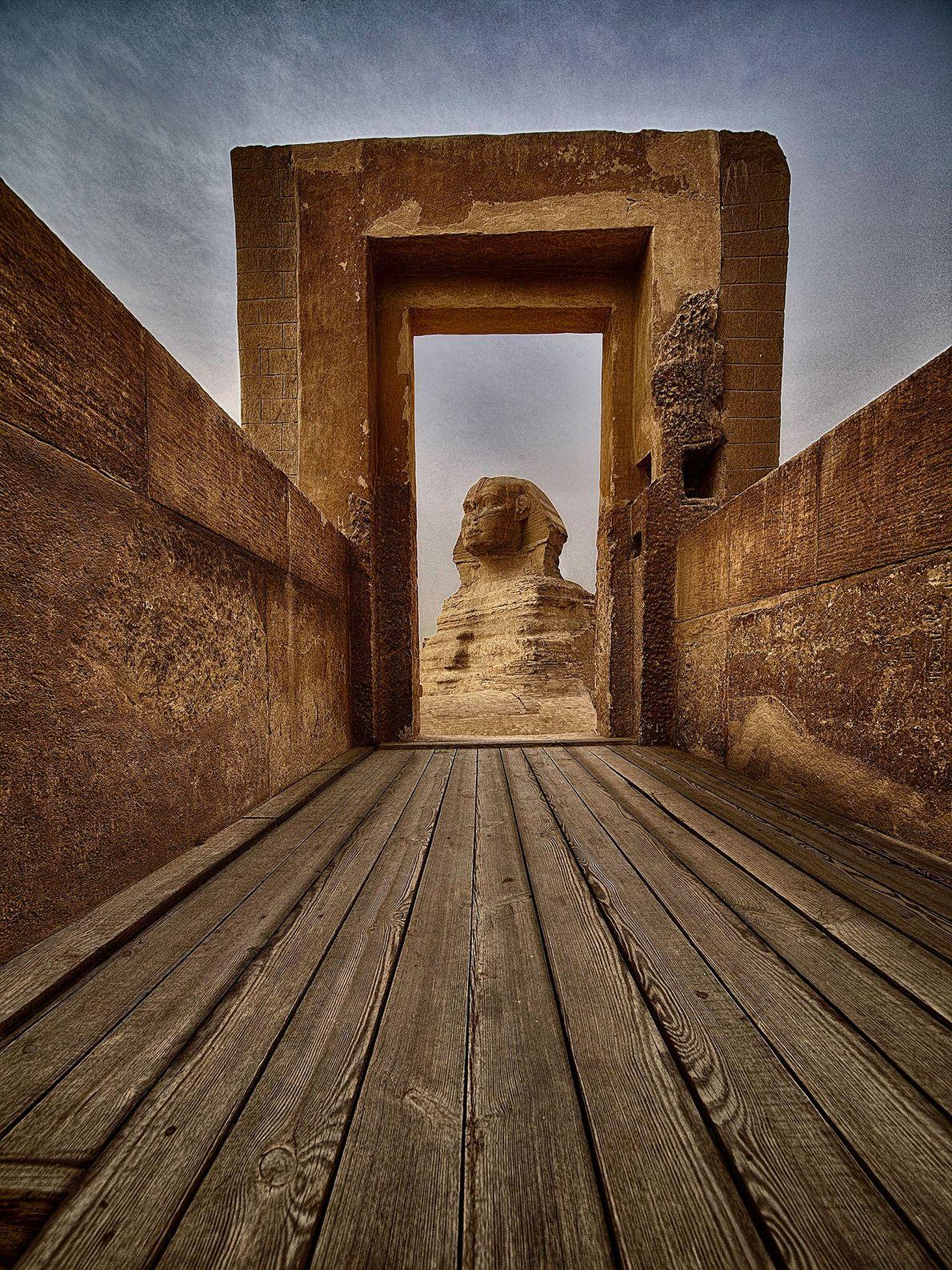 GIZÉ A grande esfinge de Gizé é uma imagem famosa em todo o mundo. O ângulo criativo ...